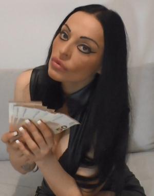 Ich will Dein Dezember Gehalt an meinen Brüsten spüren!
